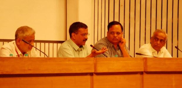 CM-KEJRIWAL-CONDUCTS-REVIEW-OF-DELHI-GOVT-HOSPITALS