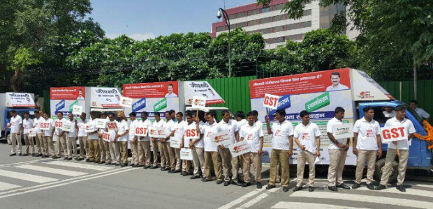 Dy-CM-sisodia-flags-off-GST-Awareness-Mobile-Vans02