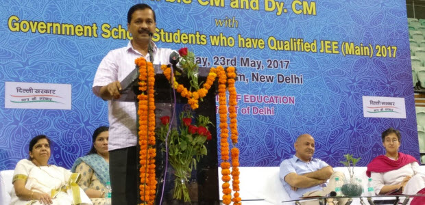 Intraction-of-kejriwal-with-students-who-have-passed-JEE-Mains