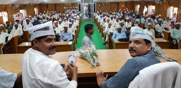 Sanjay-Singh-addressed-the-volunteers-in-Deoria-UP-300517_02