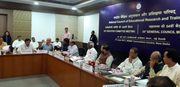 Sisodia-submitted-a-detailed-analysis-of-NCERT-books-to-HRD-minister
