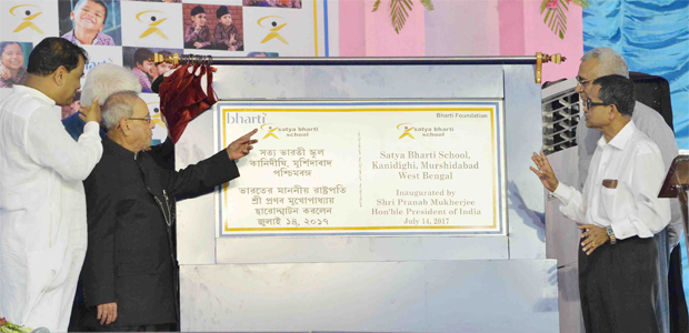 The-President-of-india-at-the-inauguration-of-the-Satya-Bharti-School-in-WB